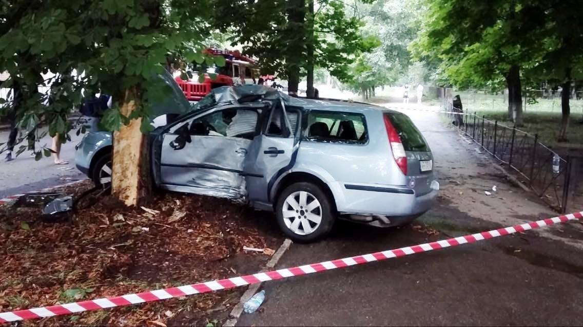 Под Днепром жуткая авария: два человека погибли, есть пострадавшие, - ФОТО, фото-1