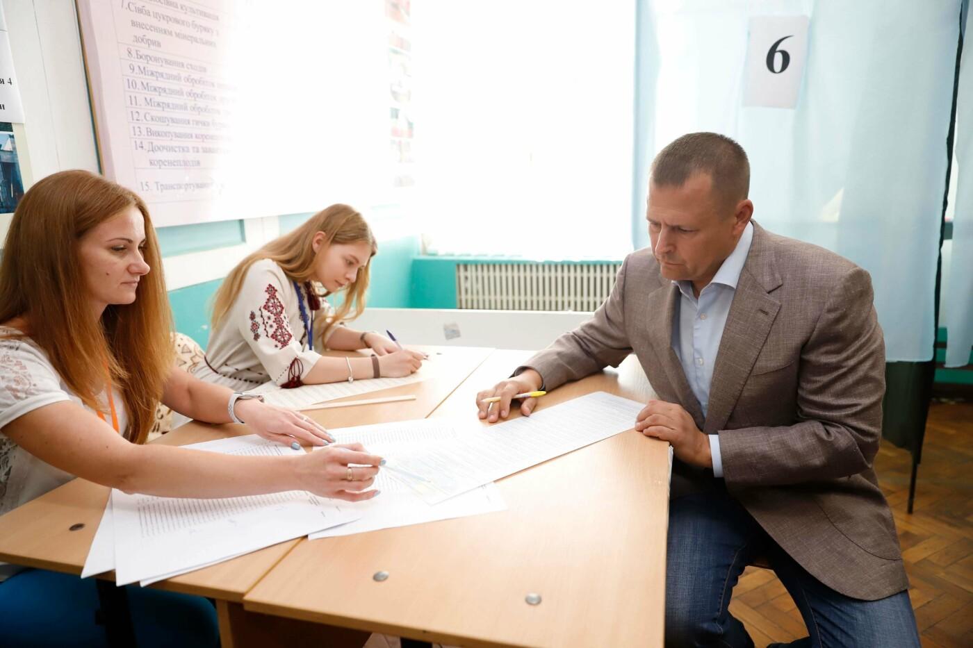 Мэр Днепра проголосовал на внеочередных парламентских выборах, фото-2
