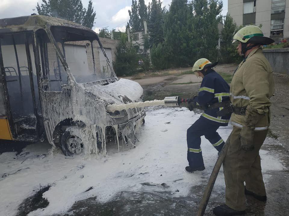 Под Днепром взорвалась пассажирская маршрутка, - ФОТО, фото-1