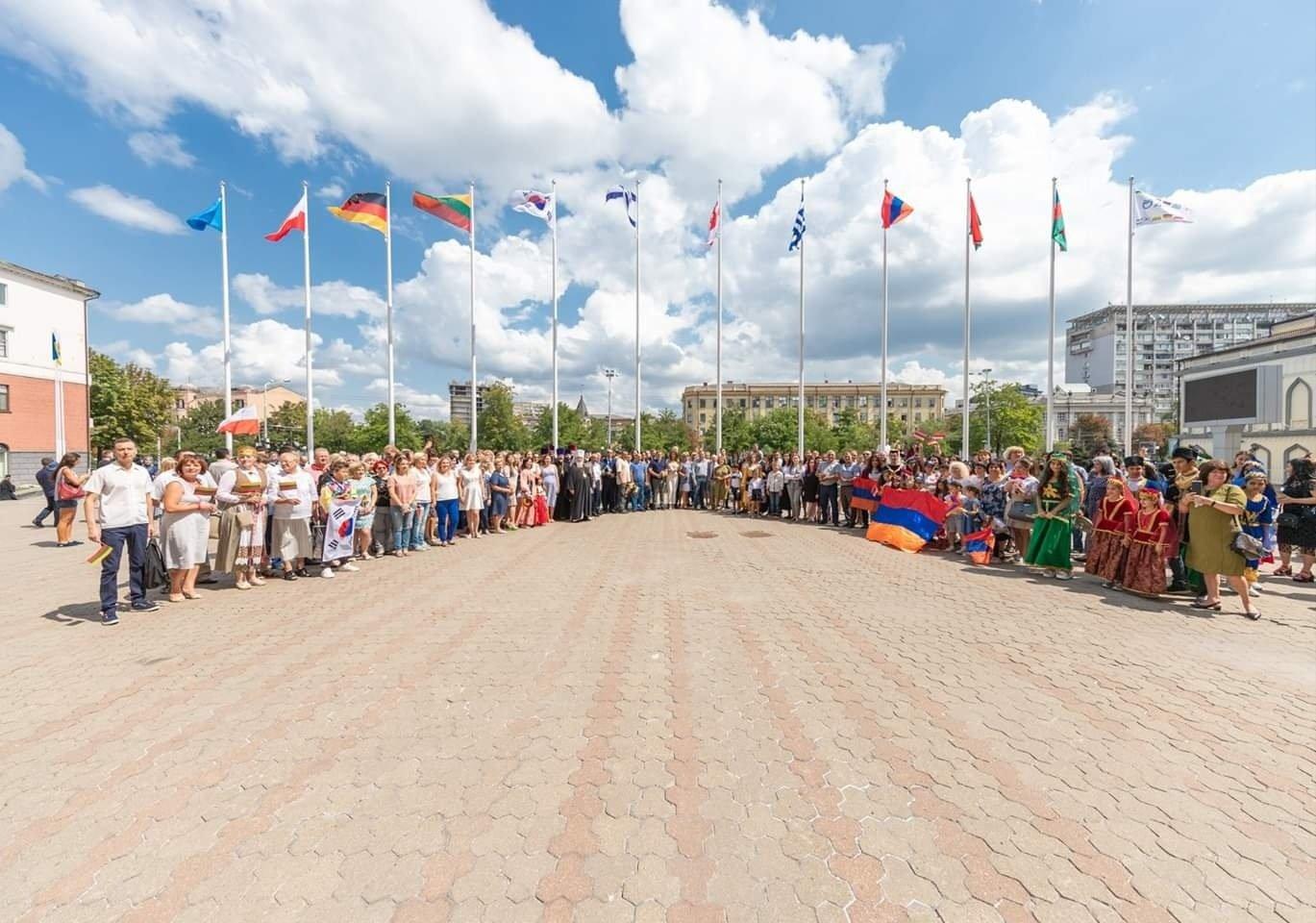 В центре Днепре открыли Аллею многонационального города, - ФОТО, фото-1