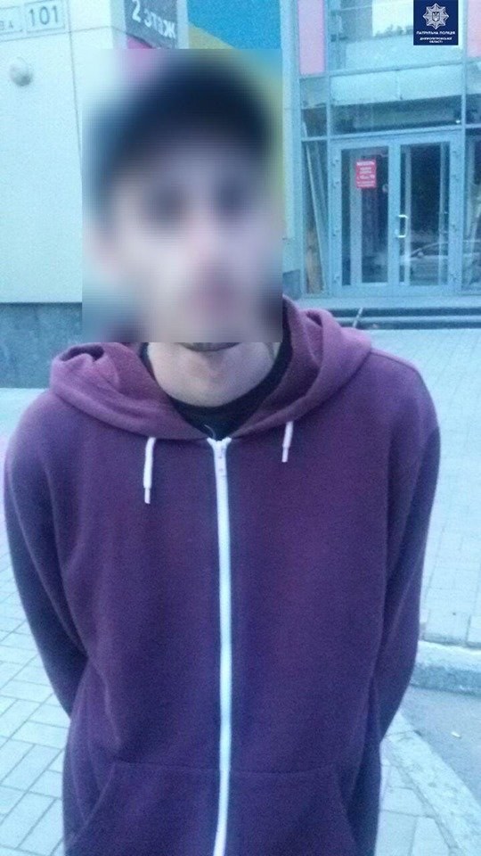 Вырвали дверь и вынесли кассу: в Днепре двое мужчин ограбили магазин, - ФОТО, фото-5