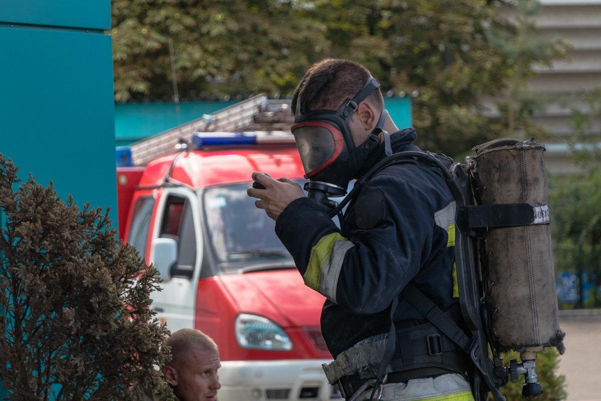 В Днепре пожарный спас двух женщин из горящего здания, - ФОТО, фото-2