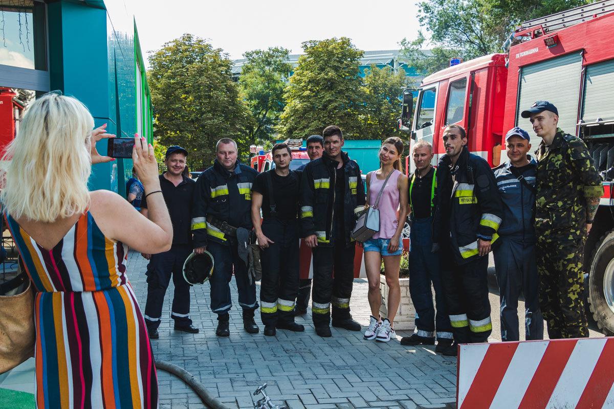В Днепре пожарный спас двух женщин из горящего здания, - ФОТО, фото-1