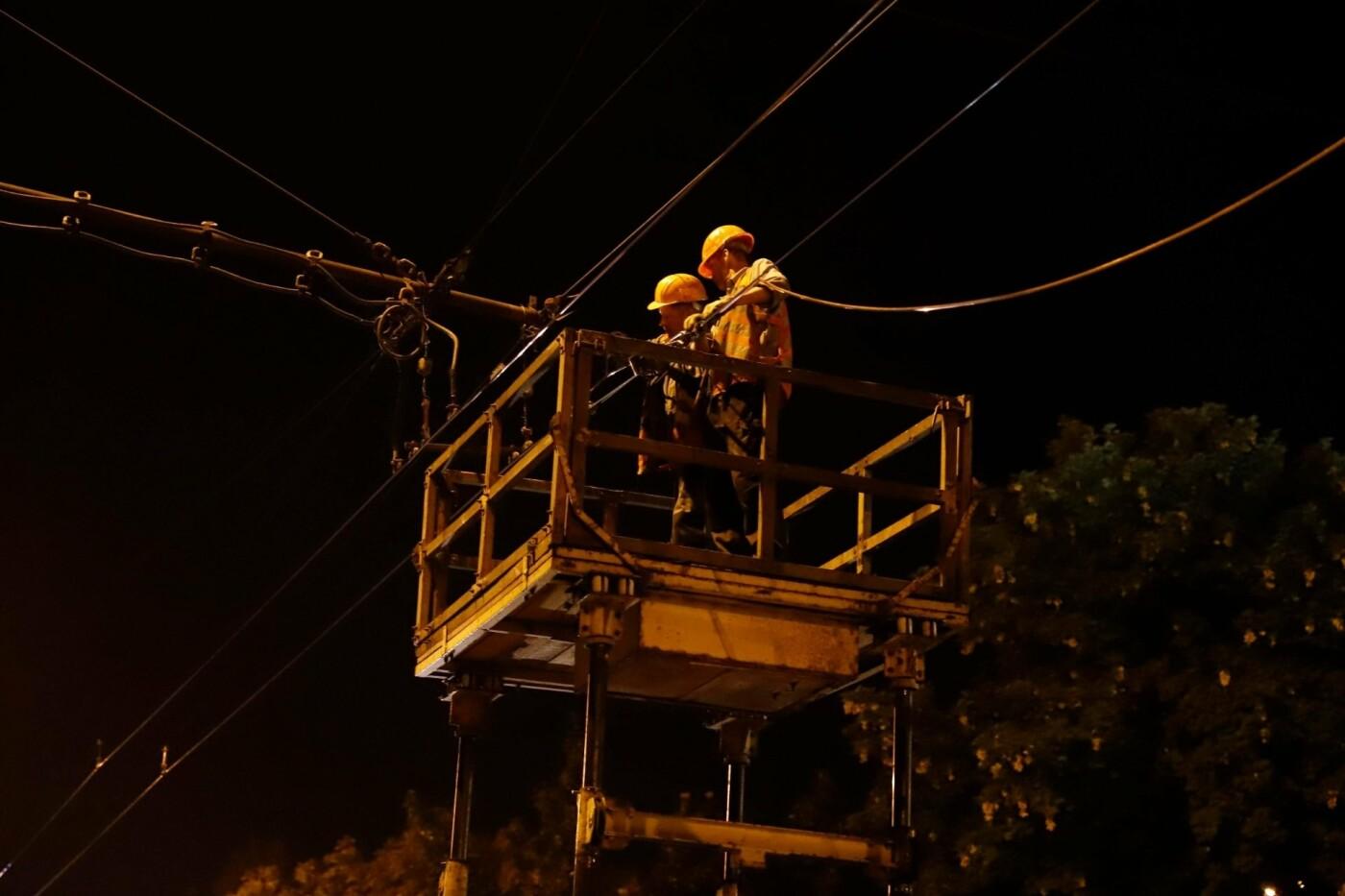 Этой ночью в Днепре заменили 350 метров контактной сети на трех троллейбусных маршрутах, - ФОТО, фото-2