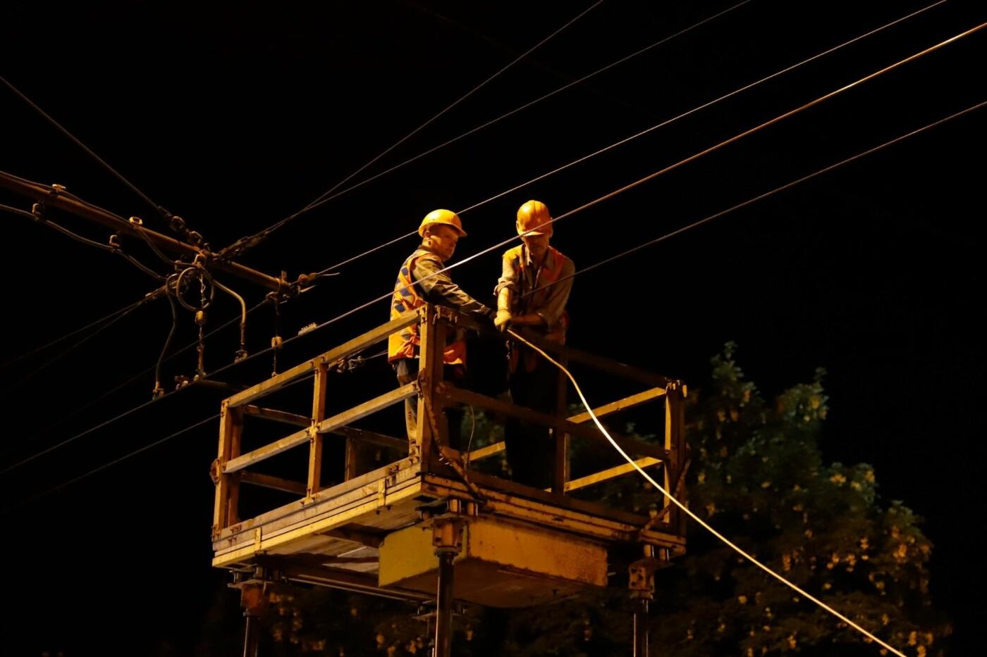 Этой ночью в Днепре заменили 350 метров контактной сети на трех троллейбусных маршрутах, - ФОТО, фото-3