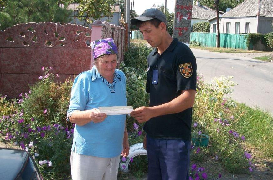 В Днепропетровской области спасатели помогли бабушке в хозяйстве, - ФОТО  , фото-4