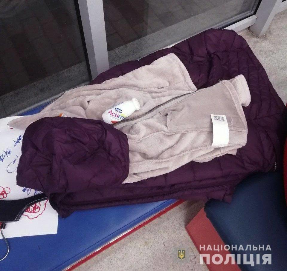 В Днепре две женщины обокрали магазин спортивной одежды, - ФОТО, фото-2