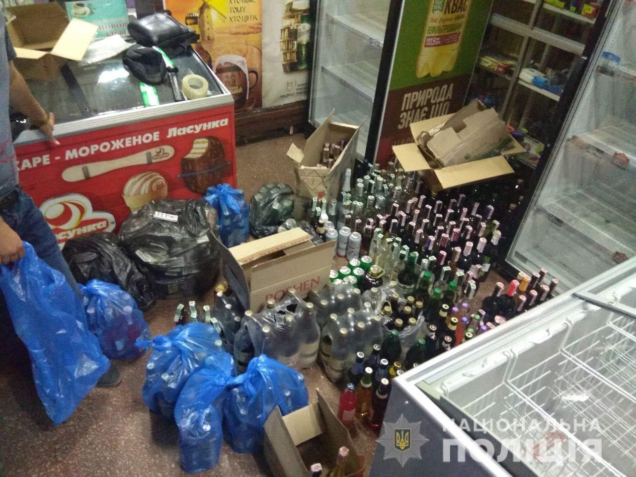 В Днепре у магазина без лицензии изъяли больше полтысячи бутылок алкоголя, - ФОТО, фото-3