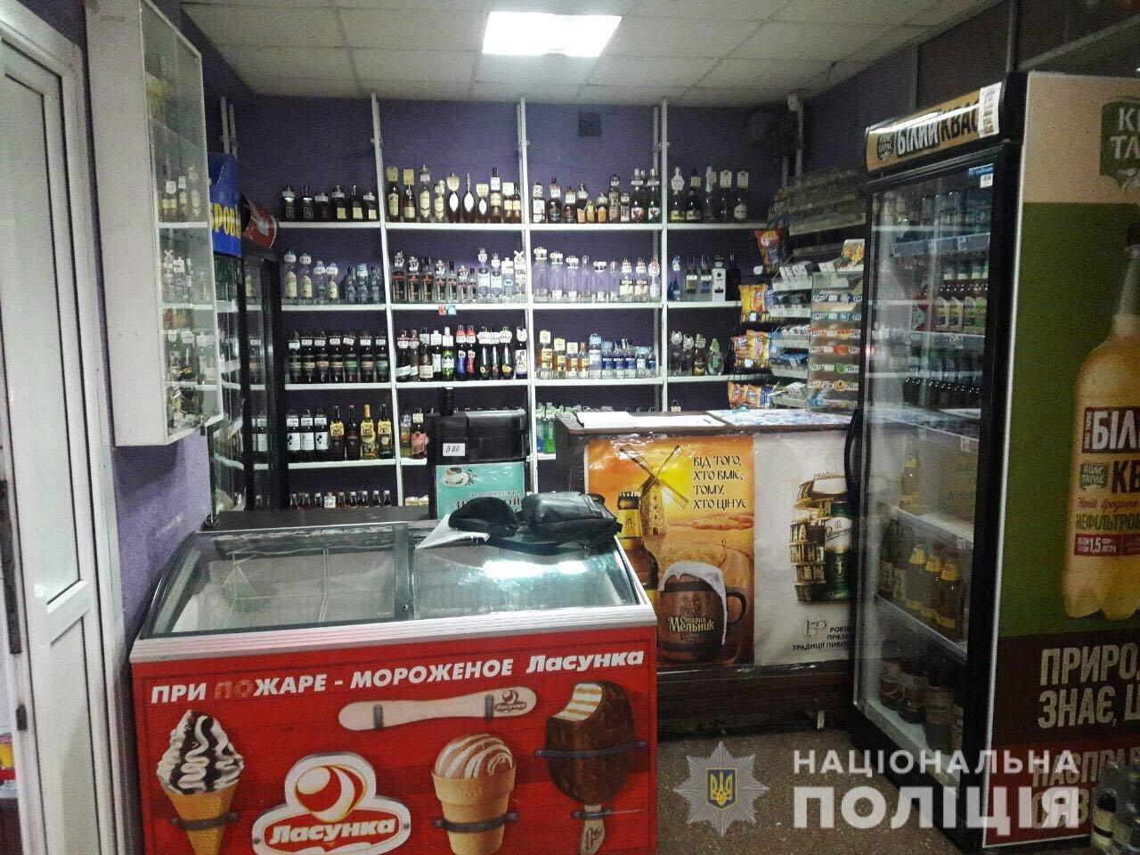 В Днепре у магазина без лицензии изъяли больше полтысячи бутылок алкоголя, - ФОТО, фото-1