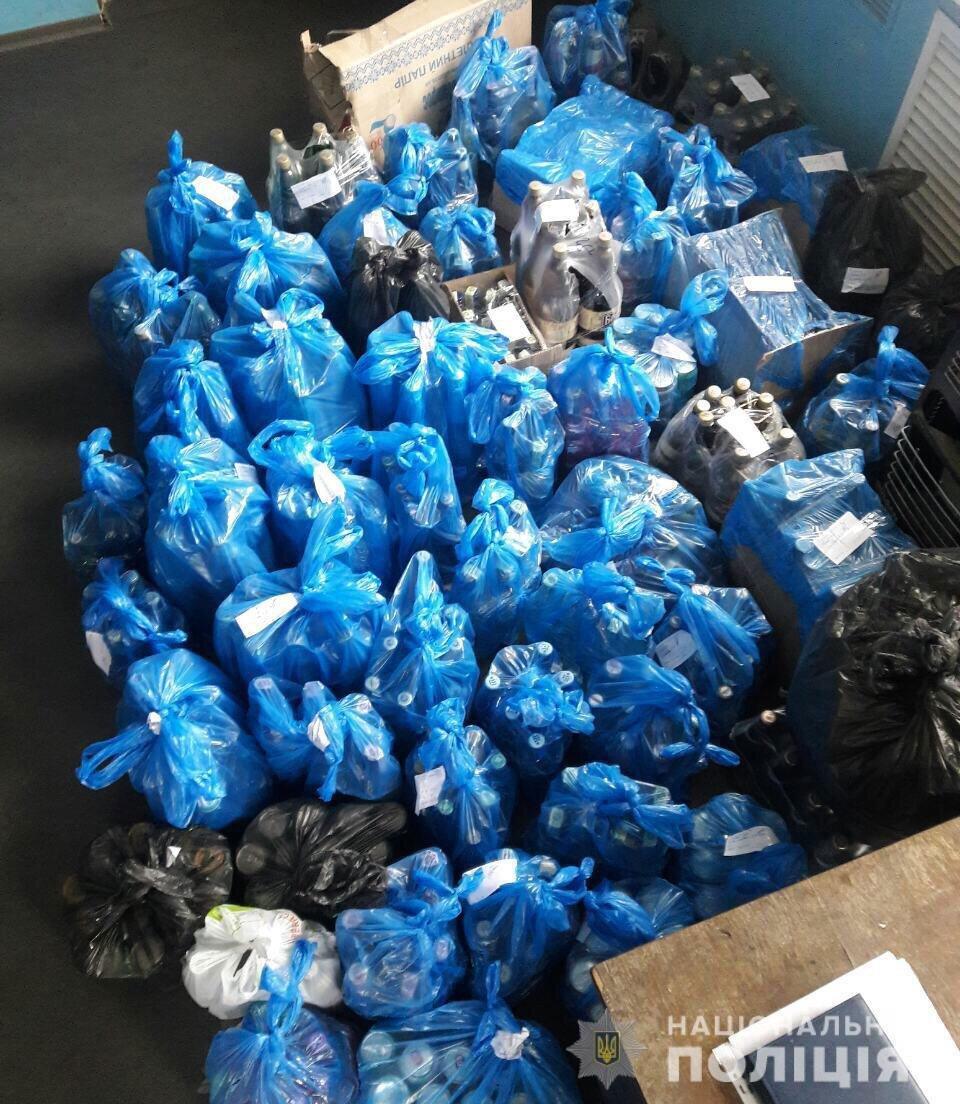В Днепре у магазина без лицензии изъяли больше полтысячи бутылок алкоголя, - ФОТО, фото-2