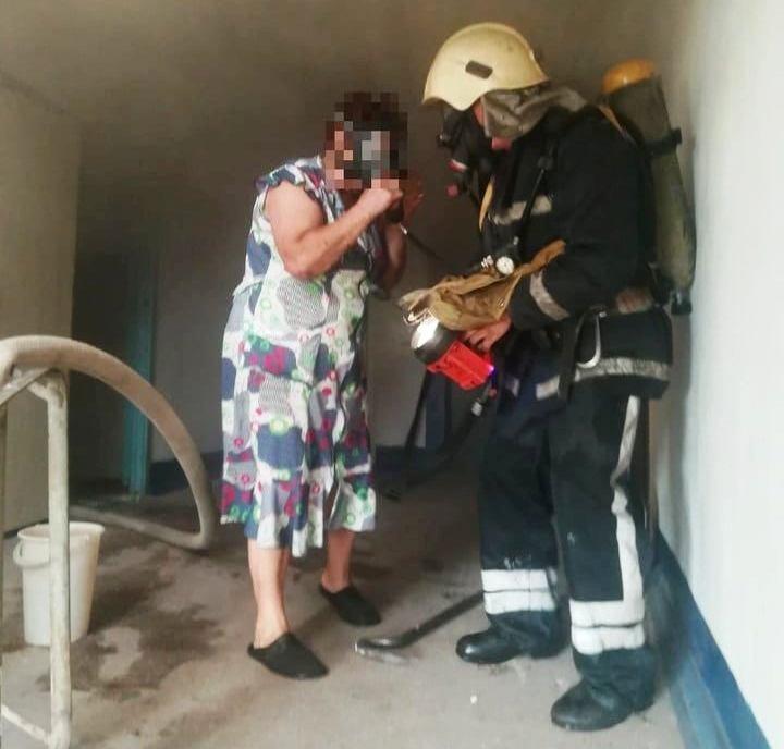 В Днепропетровской области горела квартира с пожилыми людьми, - ФОТО, ВИДЕО, фото-5