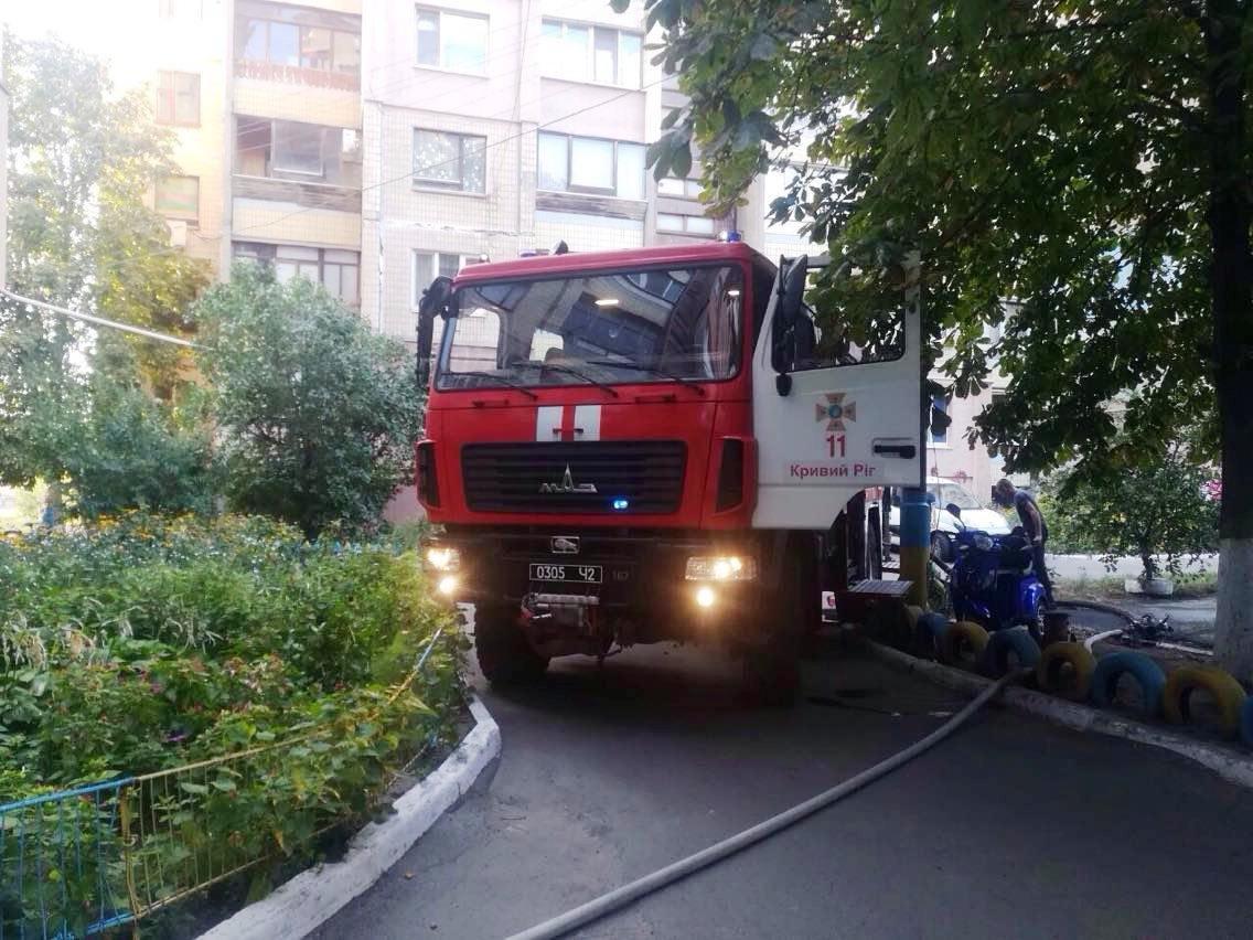 В Днепропетровской области горела квартира с пожилыми людьми, - ФОТО, ВИДЕО, фото-1