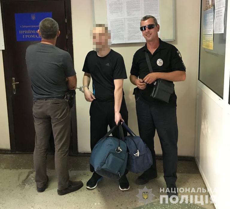 В Днепр доставили местного жителя, который 9 лет скрывался от полиции в России, - ФОТО, фото-1
