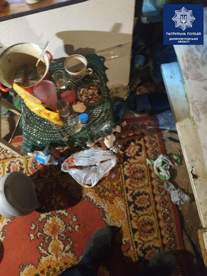 В Днепре новорожденного ребенка нашли в квартире с беспорядком и пьяной матерью, - ФОТО, фото-2
