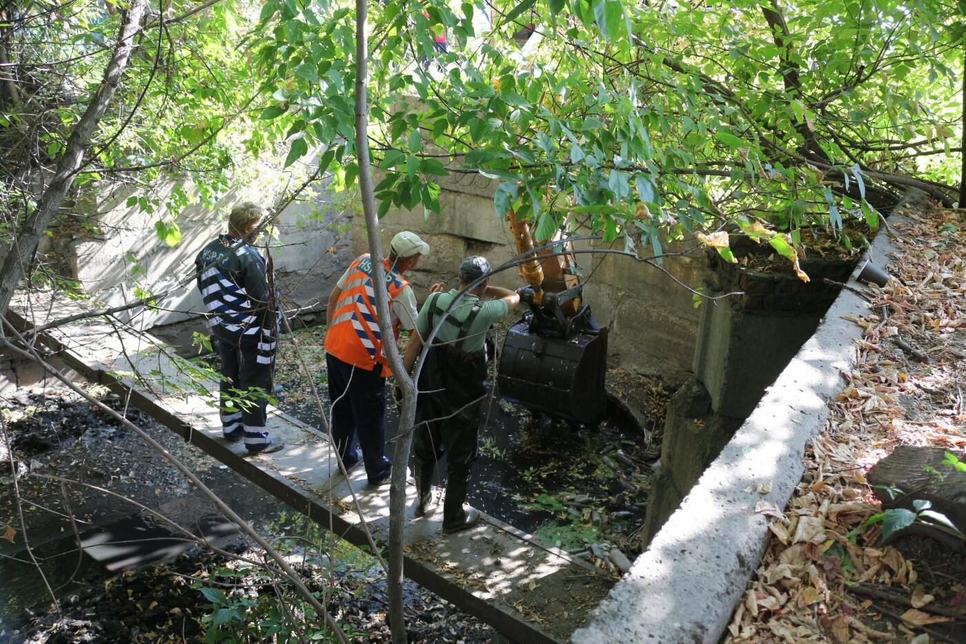 Достают даже мебель: в Днепре очищают реку Гнилокиш от мусора, - ФОТО, фото-2