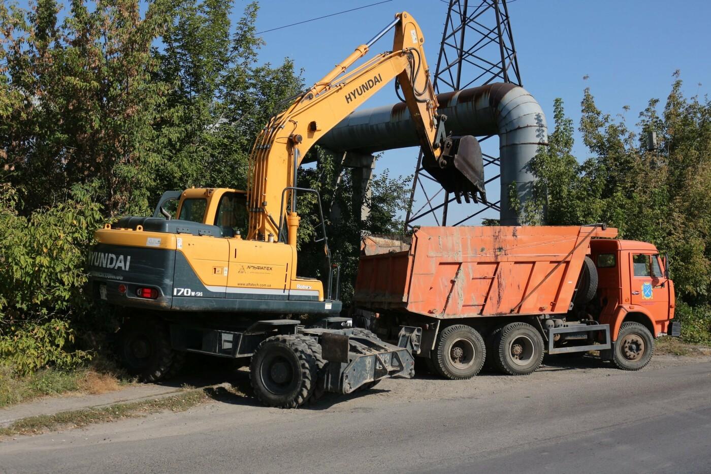 Достают даже мебель: в Днепре очищают реку Гнилокиш от мусора, - ФОТО, фото-5
