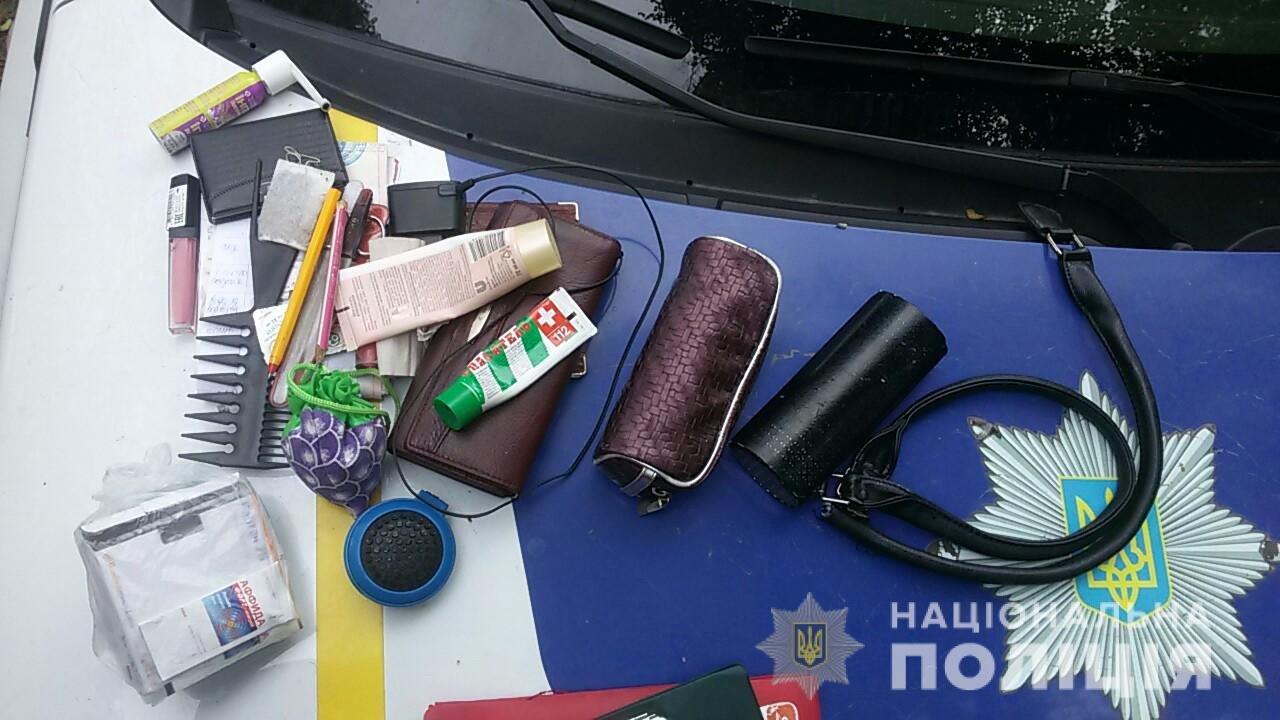 На Днепропетровщине мужчина прятался в кустах с женской сумочкой, - ФОТО, фото-2