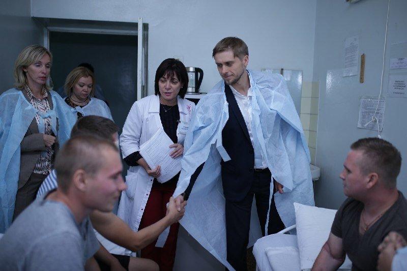 Глава ДнепрОГА впервые посетил Музей АТО и проведал раненных в больнице Мечникова, - ФОТО, фото-9