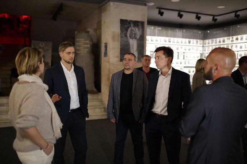 Глава ДнепрОГА впервые посетил Музей АТО и проведал раненных в больнице Мечникова, - ФОТО, фото-4