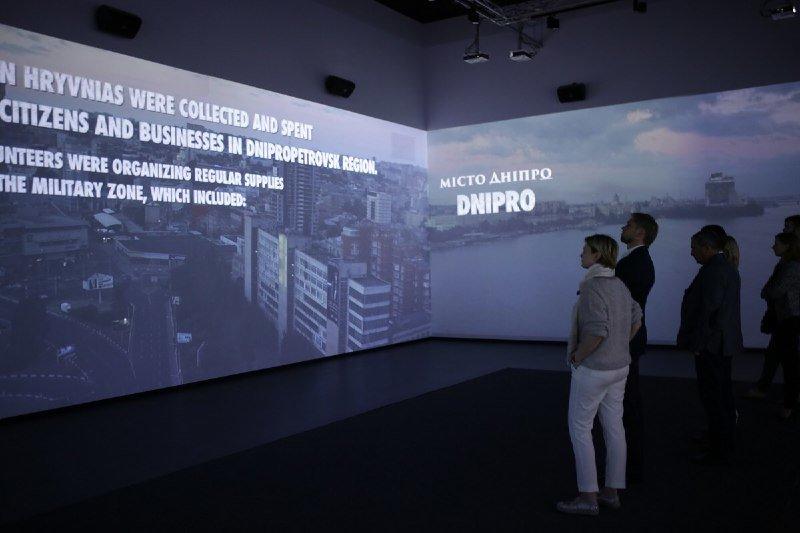 Глава ДнепрОГА впервые посетил Музей АТО и проведал раненных в больнице Мечникова, - ФОТО, фото-7