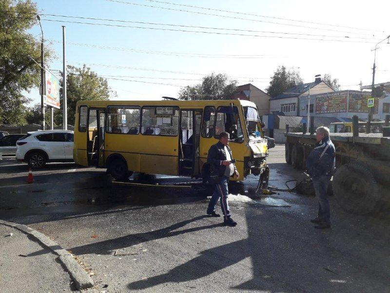 В Днепре маршрутка врезалась в фуру: есть пострадавшие, - ФОТО, фото-3