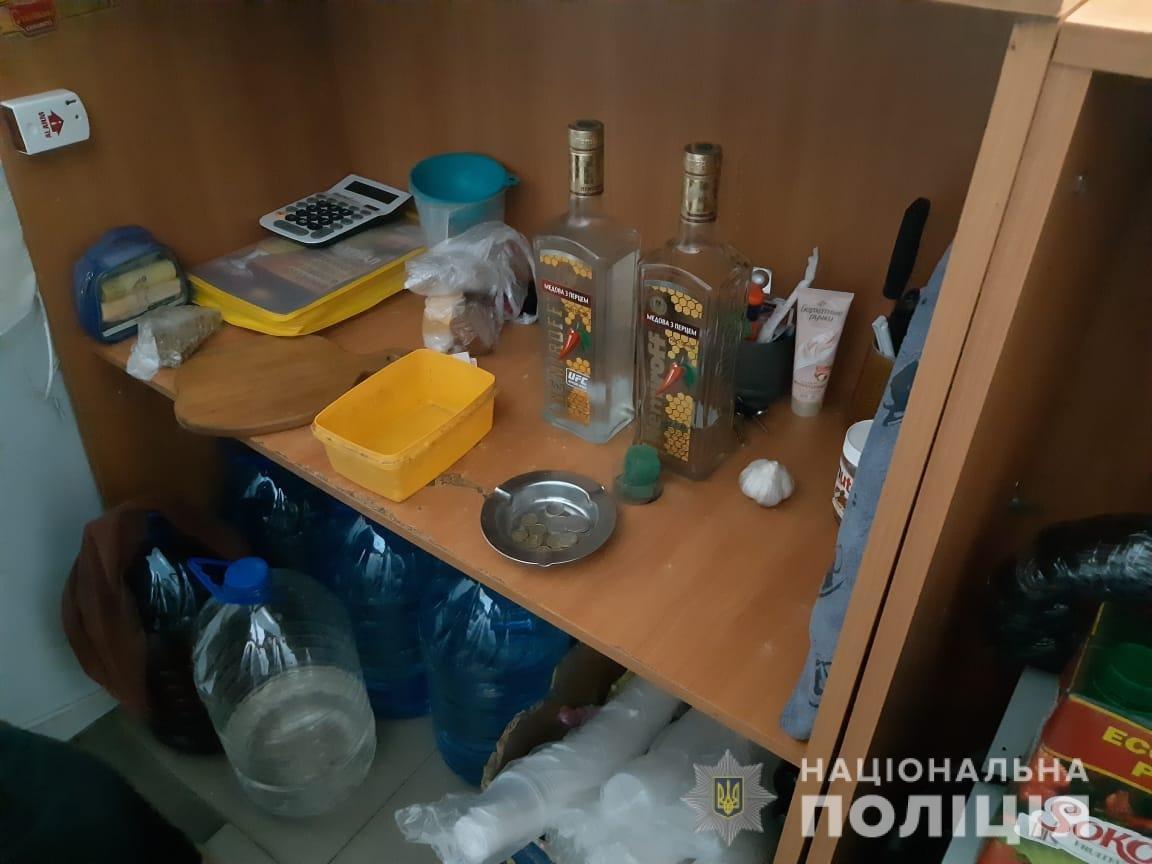 На Днепропетровщине полиция закрыли магазин, где незаконно продавали алкоголь, - ФОТО, фото-1
