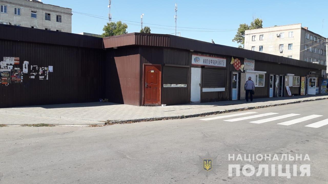 На Днепропетровщине полиция закрыли магазин, где незаконно продавали алкоголь, - ФОТО, фото-3