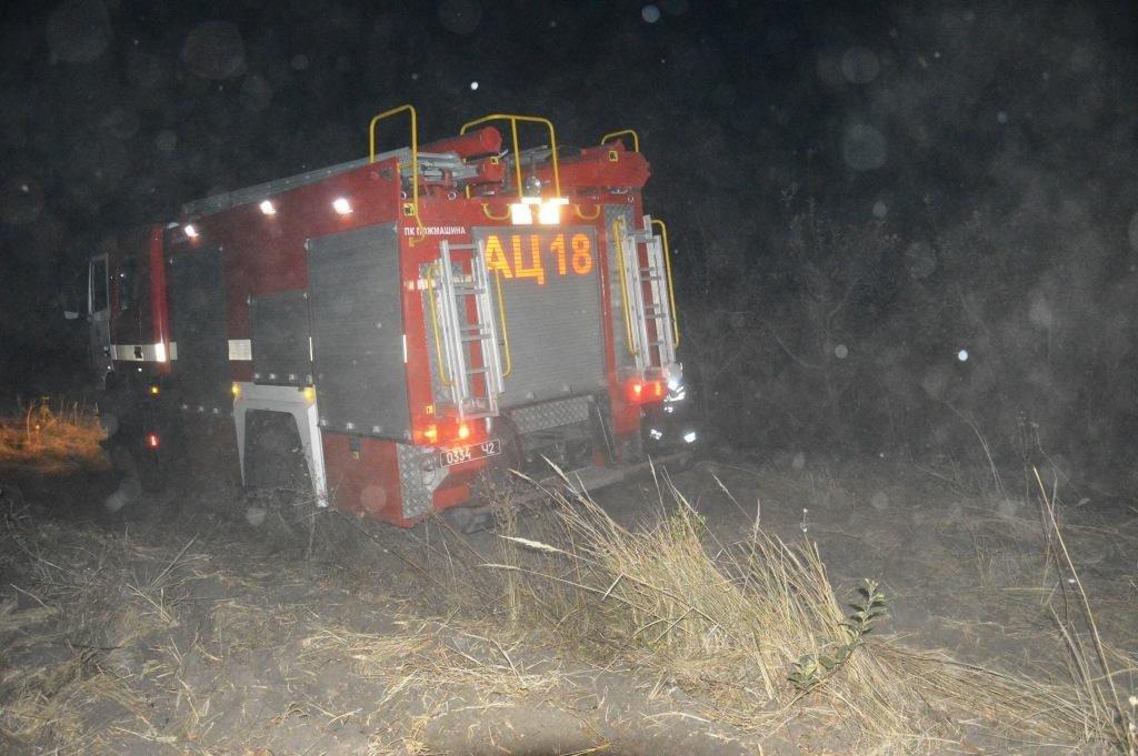 Под Днепром на открытой местности загорелась сухая трава, - ФОТО, ВИДЕО, фото-1