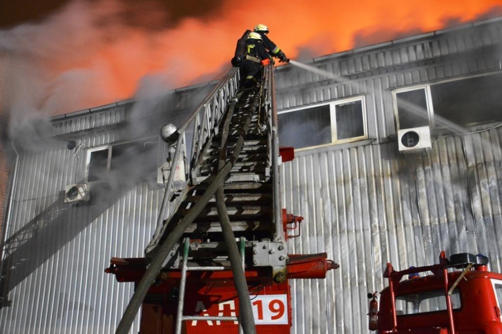 В Днепре произошел масштабный пожар на складе, - ФОТО, ВИДЕО, фото-3