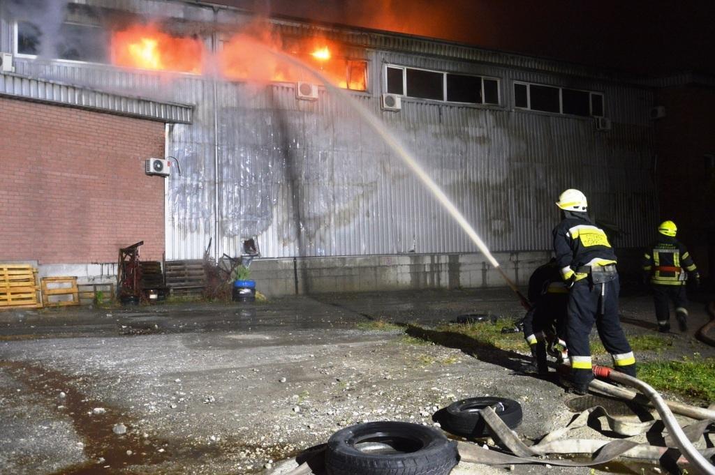 В Днепре произошел масштабный пожар на складе, - ФОТО, ВИДЕО, фото-1