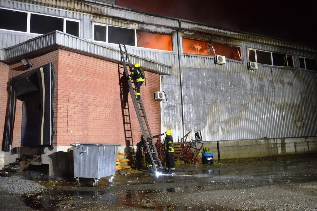 В Днепре произошел масштабный пожар на складе, - ФОТО, ВИДЕО, фото-5