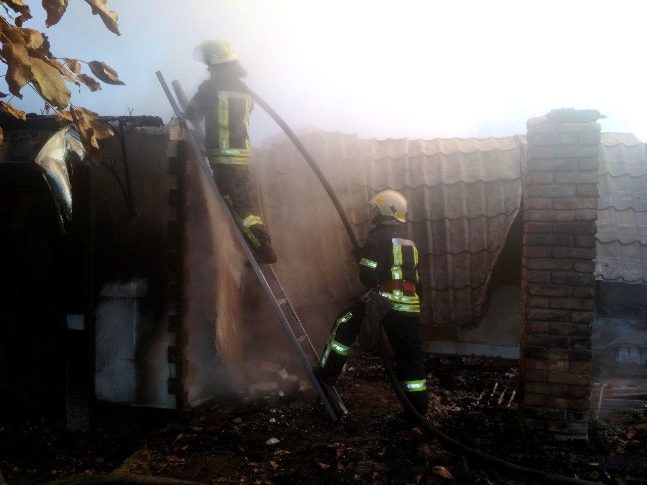 Под Днепром 4 часа тушили пожар в жилом доме, - ФОТО, фото-1