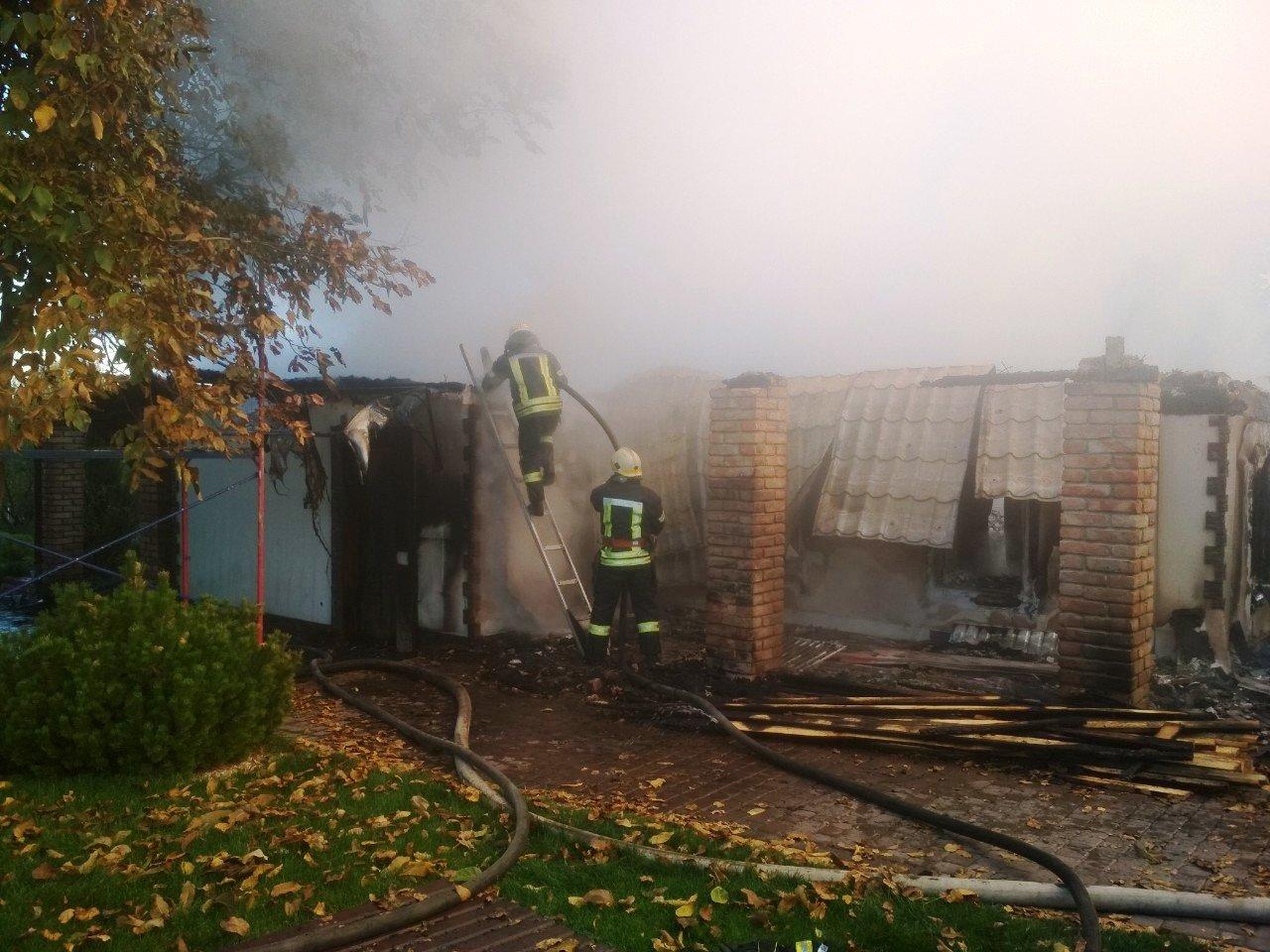 Под Днепром 4 часа тушили пожар в жилом доме, - ФОТО, фото-2