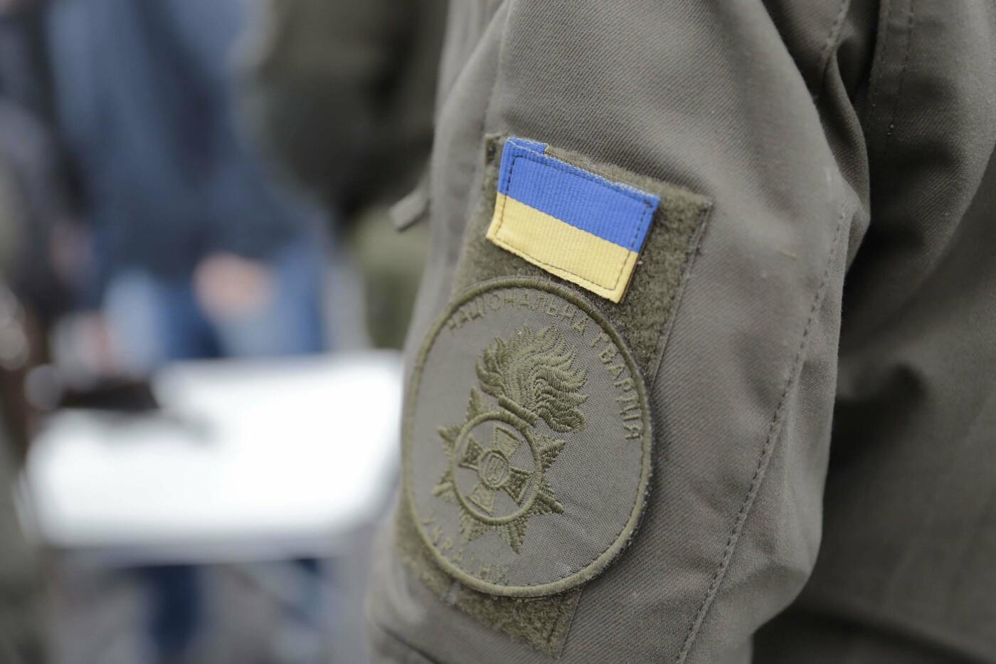 В Днепре ко Дню защитника Украины раздавали бумажные самолетики, фото-6