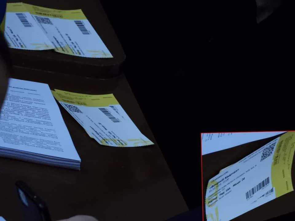 """Депутат из Днепропетровщины раздавал билеты на концерт """"Квартала"""" в Верховной Раде, - ФОТО, фото-3"""