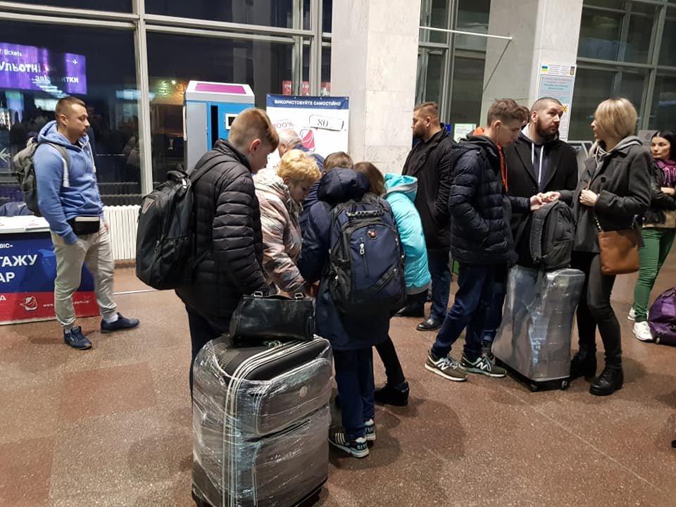 Сегодня из Днепра дети переселенцев и погибших бойцов АТО отправились в Литву на обучение, - ФОТО, фото-3