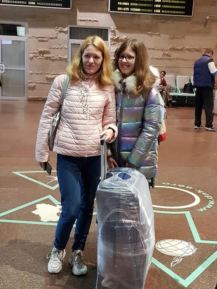 Сегодня из Днепра дети переселенцев и погибших бойцов АТО отправились в Литву на обучение, - ФОТО, фото-4