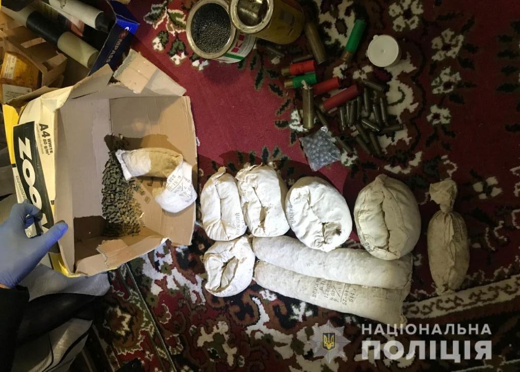 На Днепропетровщине полицейский продавал оружие через интернет, - ФОТО, ВИДЕО, фото-3