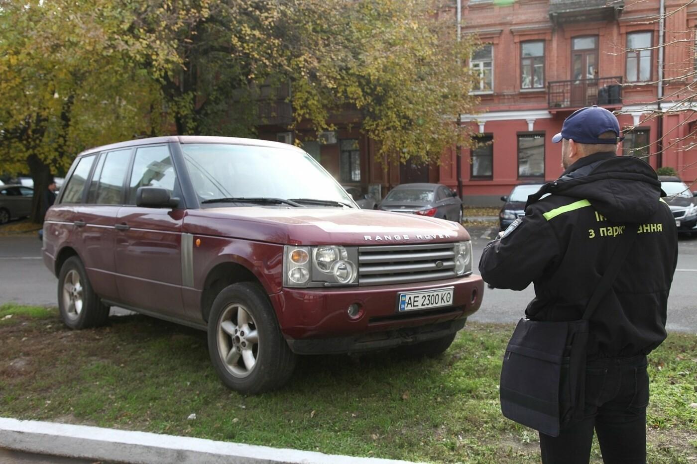 Водители реагируют эмоционально: как в Днепре эвакуируют автомобили, - ФОТО, фото-4