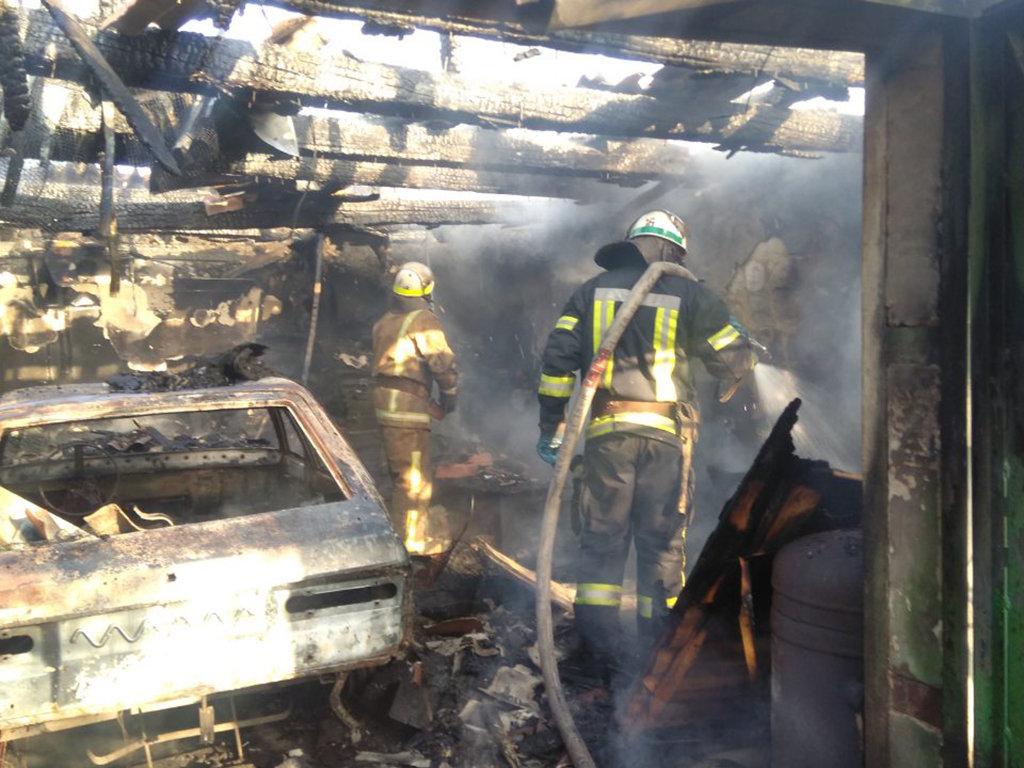 На Днепропетровщине горел гараж с автомобилем внутри, - ФОТО, фото-4