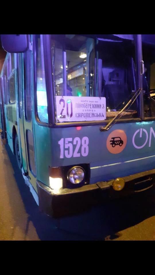В Днепре в троллейбус вошёл окровавленный парень и умер, - ФОТО, фото-3