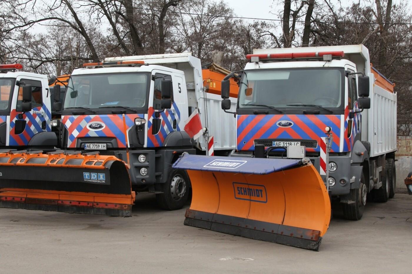"""В Днепре к зиме уже подготовили коммунальные """"машины-трансформеры"""", - ФОТО, фото-2"""