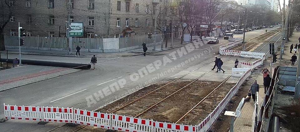 В Днепре возобновляют движение транспорта возле аварийного общежития, - ФОТО, ВИДЕО, фото-1