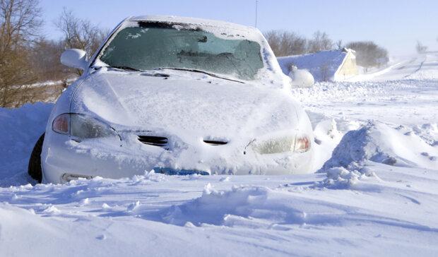 Замерзшие двери и дворники: что не нужно делать с автомобилями зимой, фото-1