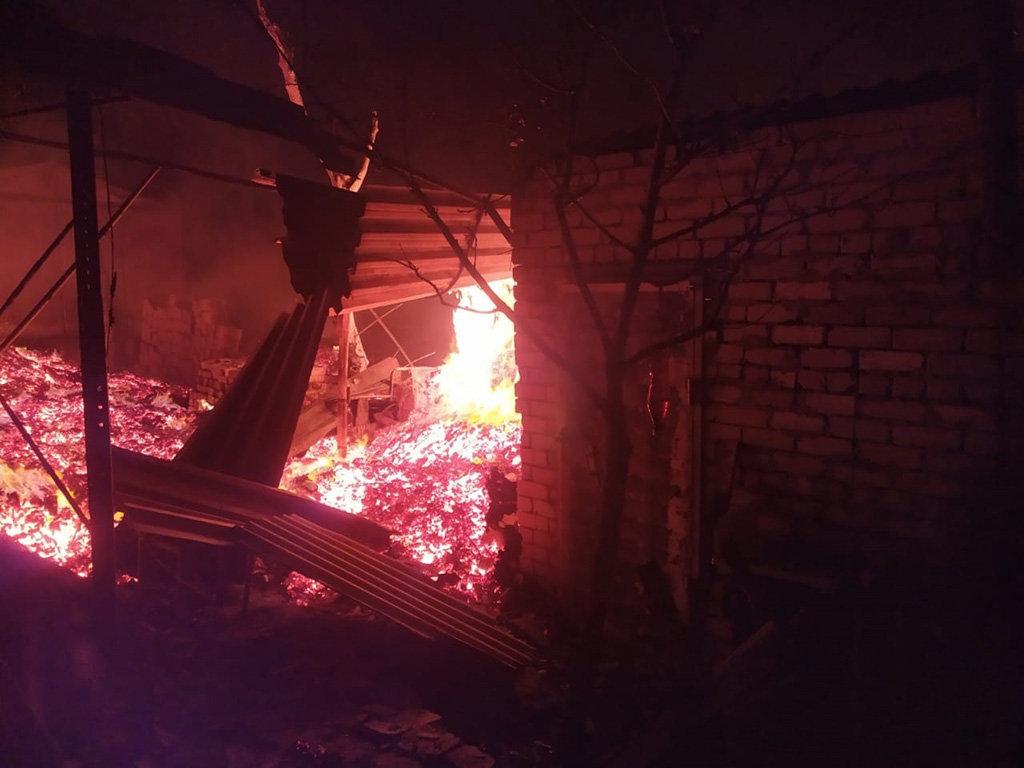Под Днепром 13 спасателей тушили пожар в летней кухне, - ФОТО, фото-1