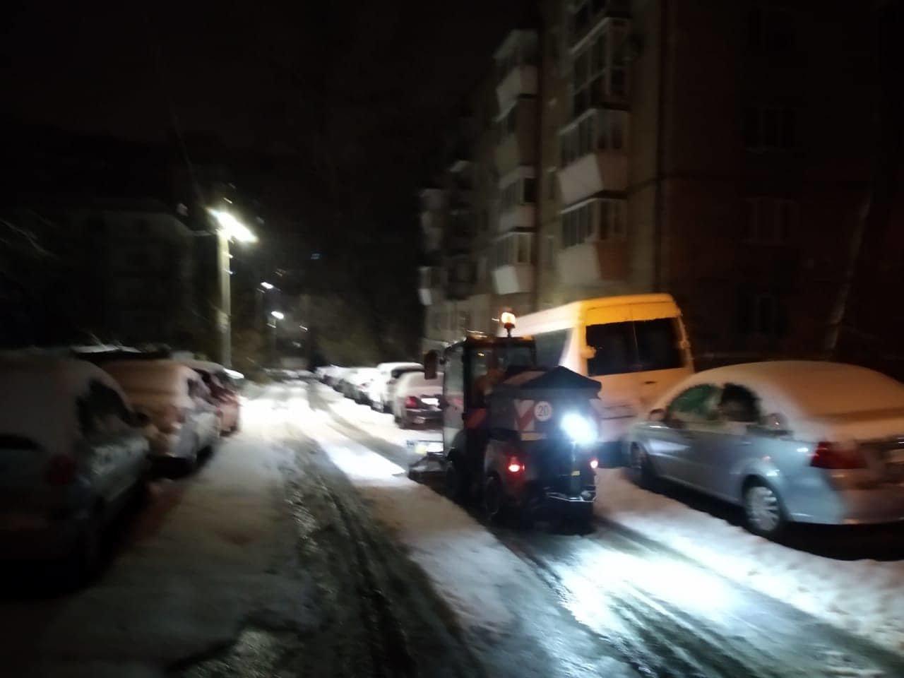 Как коммунальные службы в Днепре борются с последствиями снежного циклона, - ФОТО, фото-7