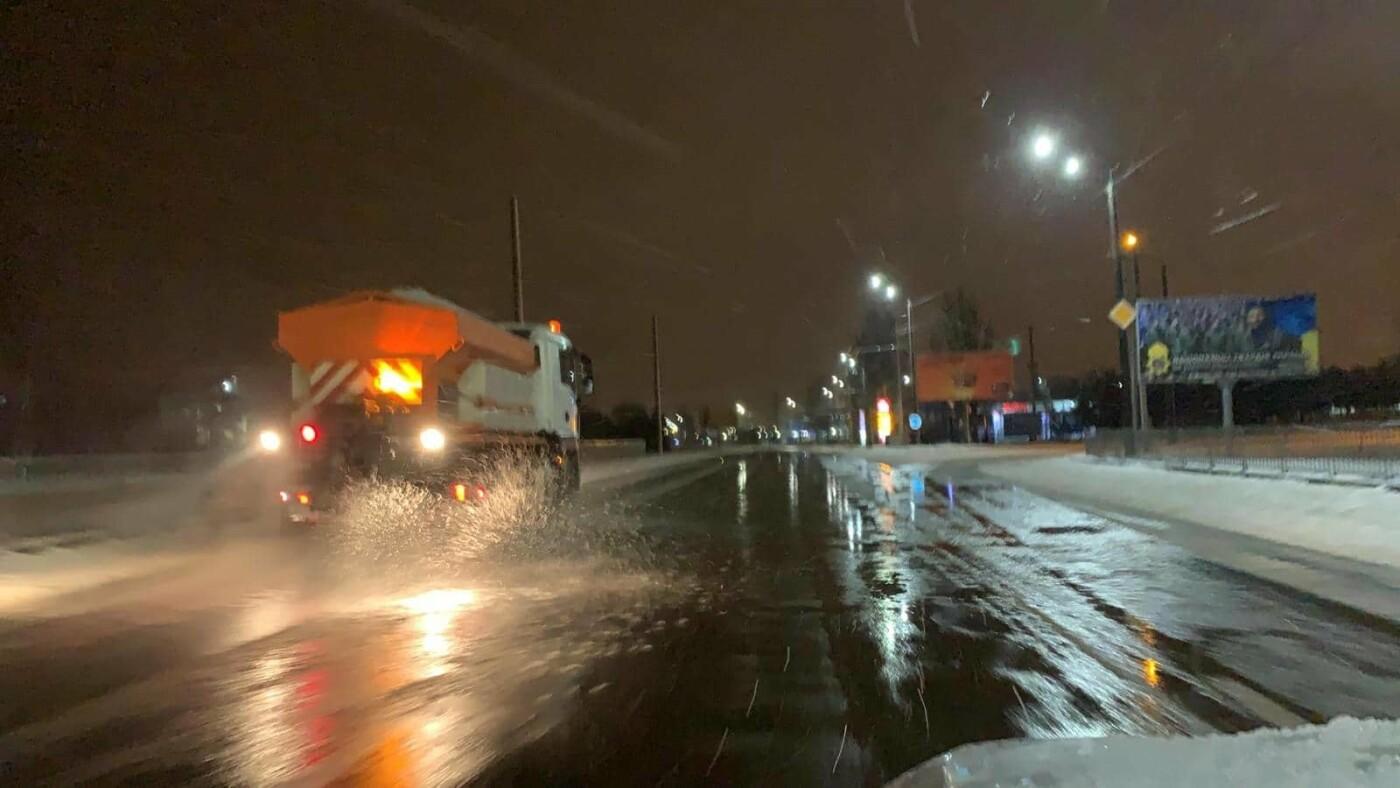 Как коммунальные службы в Днепре борются с последствиями снежного циклона, - ФОТО, фото-2