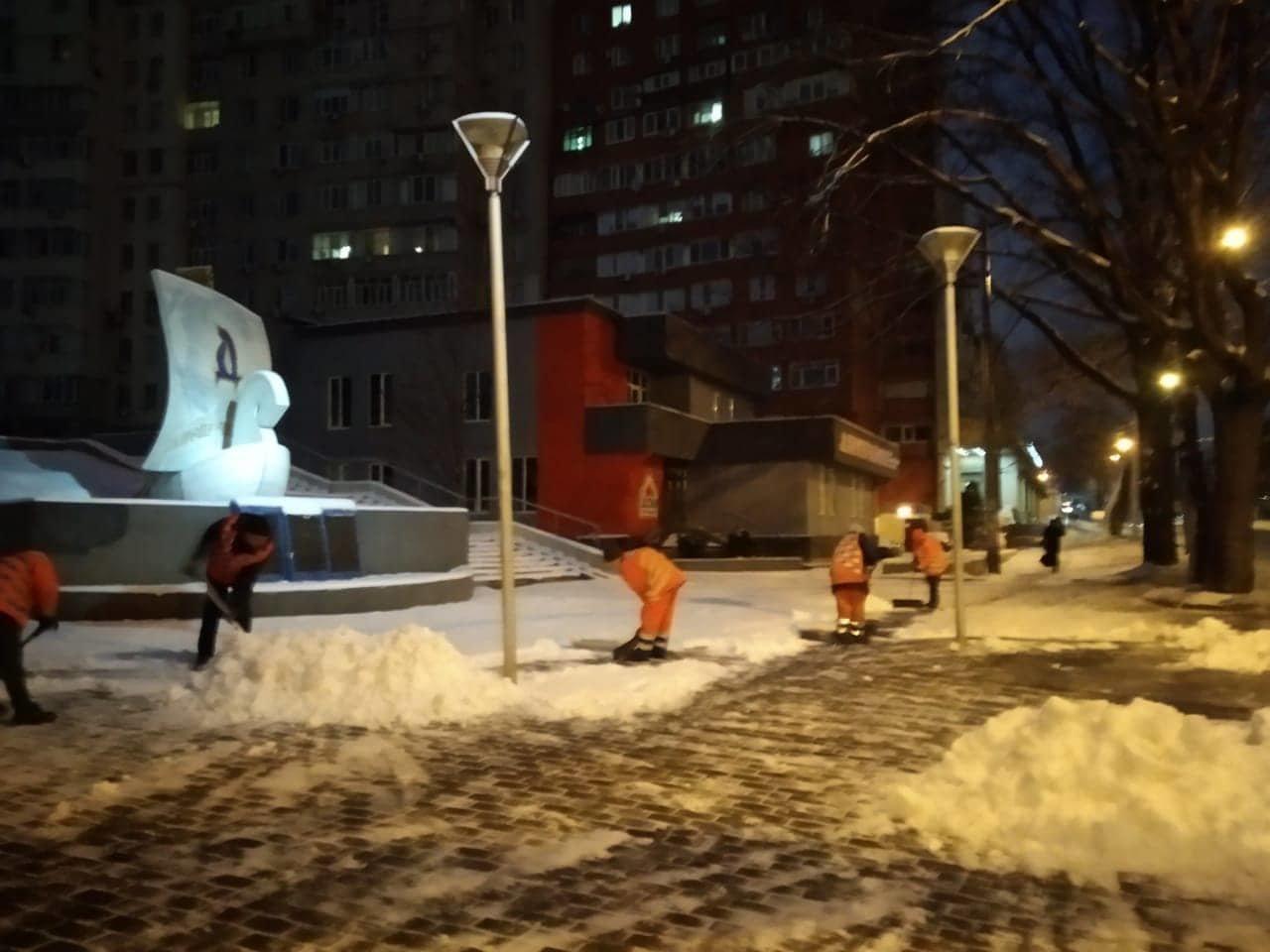 Как коммунальные службы в Днепре борются с последствиями снежного циклона, - ФОТО, фото-8