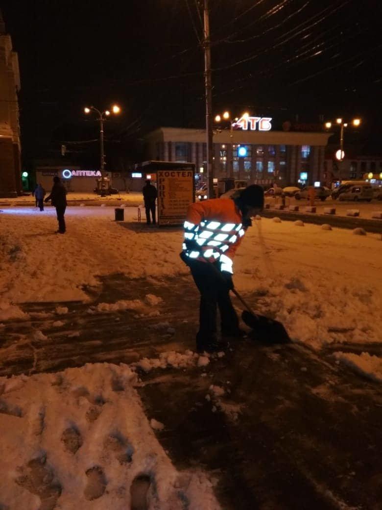 Как коммунальные службы в Днепре борются с последствиями снежного циклона, - ФОТО, фото-4