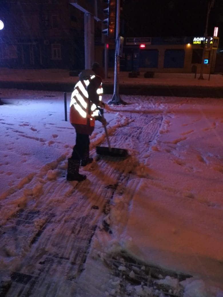 Как коммунальные службы в Днепре борются с последствиями снежного циклона, - ФОТО, фото-6